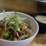 かるびあ~の - 牛肉と彩り野菜の焼肉丼