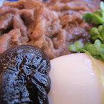 中洲ちんや - すき焼き丼のアップ