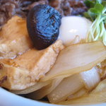 ちんや - すき焼き丼のアップ