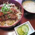 和風創作料理だいご - ステーキ丼¥1000。お味噌汁と香物、また食後のコーヒーもついてこのお値段です。