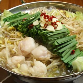 冬の定番!ぷりぷり和牛もつ鍋は4種の味から選べる!980円~