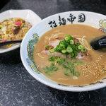 拉麺帝国 - 「半チャーハンセット」(860円)。