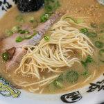 拉麺帝国 - こってりなスープに細~い麺。なかなか個性的なラーメンです。