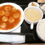 西新麺飯店 - 日替り定食¥720。この日はエビチリでした。日替り定食は夜もオーダー可。