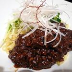 西新麺飯店 - ジャージャン麺¥690。程よくエスニックな感じでおいしかったです。