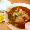 関東軒 - 料理写真:ひかえめセット味噌¥720。これに餃子3ヶがつきます。W炭水化物は年齢的に心配ですが、麺半玉+少なめご飯なので、これだったらたまにはいいかな?