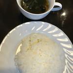 モーモー亭 - セットのライスとスープ