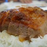 Kam's Roast Goose - 料理写真:化皮乳豬。豚も旨いですよ!