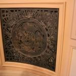 ロビンソン キタハマ - 大阪市中央公会堂 創建当初の排気ダクト(透かし装飾) 丑寅(北東) ブロンズ製