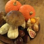 イタリアンレストラン Zucca - 料理写真:秋の新入荷    ポルチーニ茸、    ホオズキ、       イチジクなど