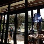 BLUE POINT - 午後の日差しが優しく差込む店内