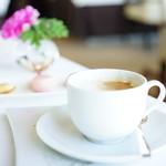 72950628 - a 4 plats (¥5,108) コーヒー・紅茶またはハーブティーと小菓子