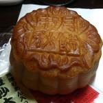 72951889 - ・豆沙大月餅 520円
