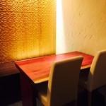 72952196 - 個室は金の壁面色!