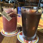 アロハテーブル - アサイーフルーツミックススムージーとアイスコーヒー