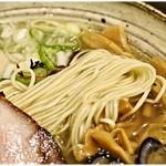 らーめん一郎 - 滑らかな口当たりの麺。