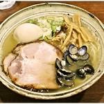 らーめん一郎 - 味玉塩(しじみ)らーめん) 1000円 フワっと軽やか、しかし確かなしじみの風味が♪