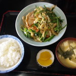 キッチンあべ - ニラ炒め(小ライス,みそ汁,漬物)