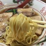 担々麺 信玄 - チャーシュー中華そば(900円)麺リフト
