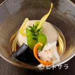 ごま料理 蔵馬 - なめらかに練り上げた熟練の技が小鉢に凝縮。濃厚な美味しさの『手づくり なめらか胡麻豆腐』