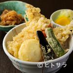 ごま料理 蔵馬 - 穴子や海老、ハゼが載った贅沢な『勝どき江戸前天丼』