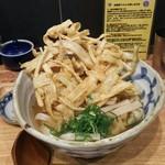武蔵野うどん こぶし - (参考)一月前のごぼう天うどん。丼のサイズは同じです。