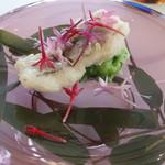 プレゼンテ スギ - ガストロバックで出汁を入れ込んだ鱧のフリット 自家製キュウリのソース