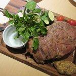 ENCOUNTER YOKOHAMA - ハーブ三元豚の溶岩焼 横浜地野菜添え2017.09.11
