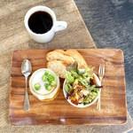猿田彦珈琲 - エチオピア イルガチェフェ サカロ浅煎りのコーヒーと、夏野菜とオクラのスラットを頂きました