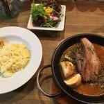 NIVAL - 料理写真:八幡豚の自家製ベーコンと燻製玉子のカレー