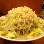 自家製太麺 ドカ盛 マッチョ - 麺少なめ野菜、ニンニクマシ