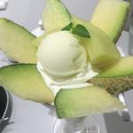 ICHIMAN - メロンパフェ、これでもかと、メロンが咲き誇ります!
