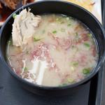 志摩の海鮮丼屋 - アラ汁にふのりを浮かべて