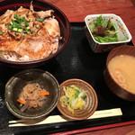 大衆肉割烹 加藤の肉丸 - 肉丸の豚丼@980円