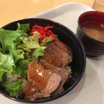 レンブラントガーデン - 料理写真:牛脂肉丼(510円)