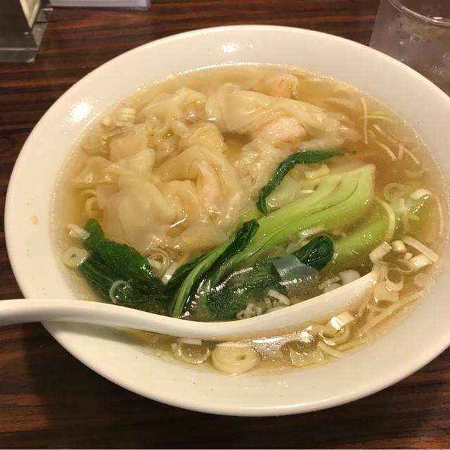 横濱 一品香 福富町店 - 海老ワンタン麺。 税込850円。 旨し。