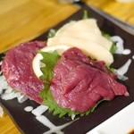 えびと馬肉と日本酒の居酒屋 - 馬刺し3種盛り