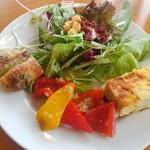 ミュゼリバーサイド レストラン&バーベキュー - バイキングの前菜とパン