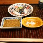 竹屋町 三多 - 明石の一本釣りの鯵(オニアジ)の塩焼き 柚子の香りの胡麻醤油か塩で