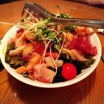玉郎 - 海鮮サラダ食べきれないぞ