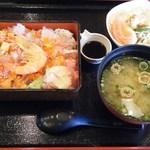 蒸し釜や - 料理写真:五目海鮮丼@1,080