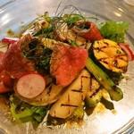 オッコベー - 牛肉のローストと東出農園直送野菜のグリル添え