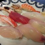 寿司・割烹 池田屋 - 瀬戸内で獲れた魚が並びます♪