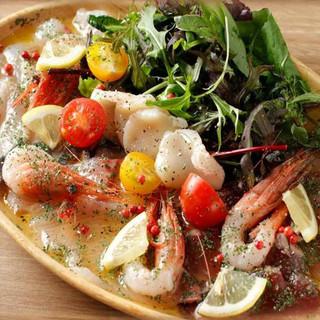 プラチナフィッシュ名物、朝獲れ鮮魚!新鮮な魚をカルパッチョで