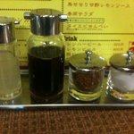 タイ食堂 みうら屋 - ちゃんと4種類の調味料がある