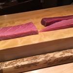 鮨 行天 - シビマグロは大間の釣り、二週間熟成したものです