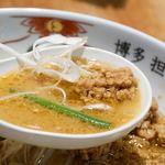 博多担々麺 とり田 - とり田特製の水炊きスープをベースに、濃厚ごまを加えたスープ。