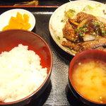 炙り焼 はる田 - 九州産和牛焼肉定食 780円