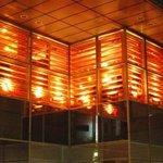レストラン ワイワイ - 夜でも外から見ると…ログハウス調の店舗が浮かび上がります。