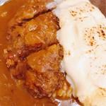 サムワン - メンチカツカレー&チーズオムレツ